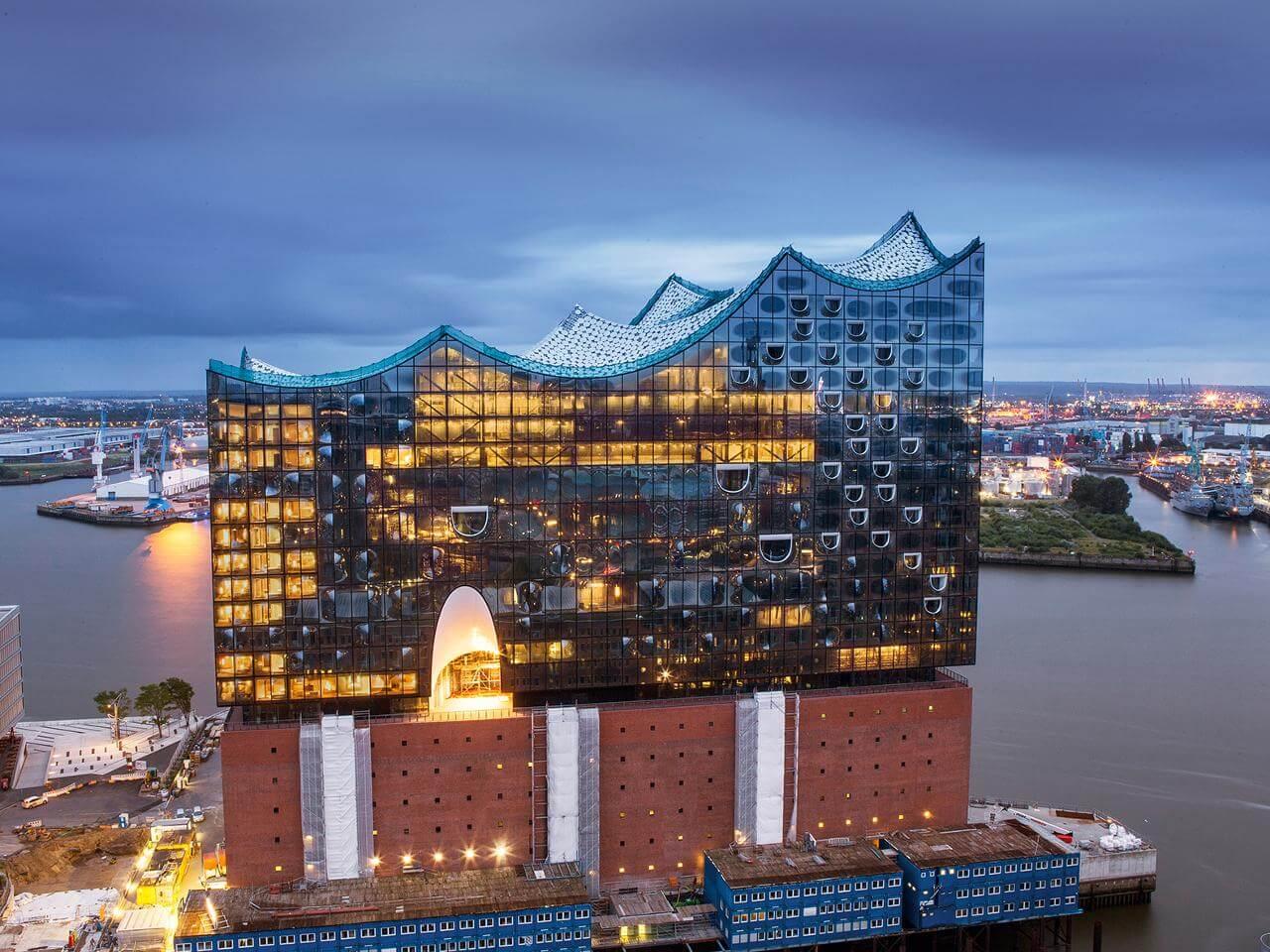 Немецкий с видео: Самое дорогое здание Германии — Elbphilharmonie. Репортаж 40 мин.